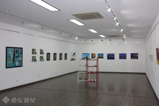 ▲ 제9회 DJAC 대전 정기전시회가 열리는 대전근현대전시관 내부  모습.<사진=대전시 제공>