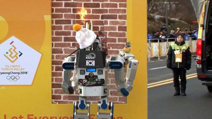 세계최초 인간형 로봇 휴보의 성화봉송! 아찔해던 퍼포먼스