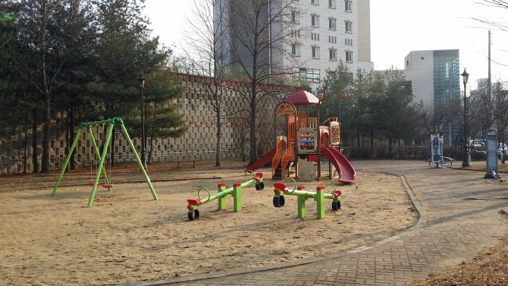 어린이 놀이시설 모습1