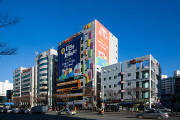 대전 서구 둔산동에 있는 글로벌365mc병원 전경.