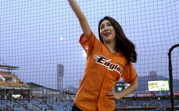 한화 야구여신 김연정과 함께 부르는 `정근우 응원가`