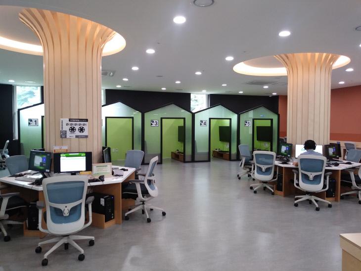 3-1. DVD 감상 및 컴퓨터 이용할수 있는 디지털 자료실