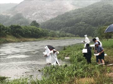 은산면 용두리 수산종묘 방류행사 장면 (2)