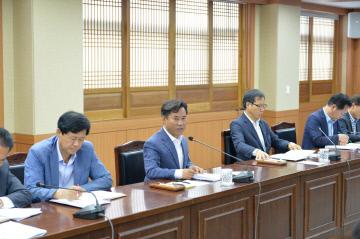 박정현군수 회의장면(2)