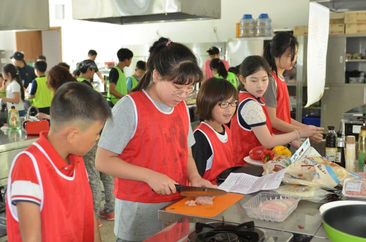 서천 비인초 다문화 음식만들기 체험 모습-1