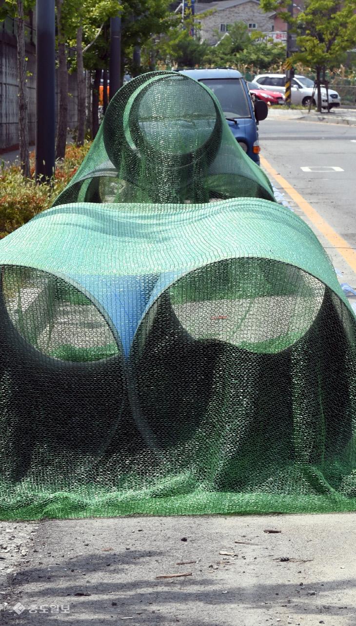 20180810-공사물품에 막힌 자전거도로1