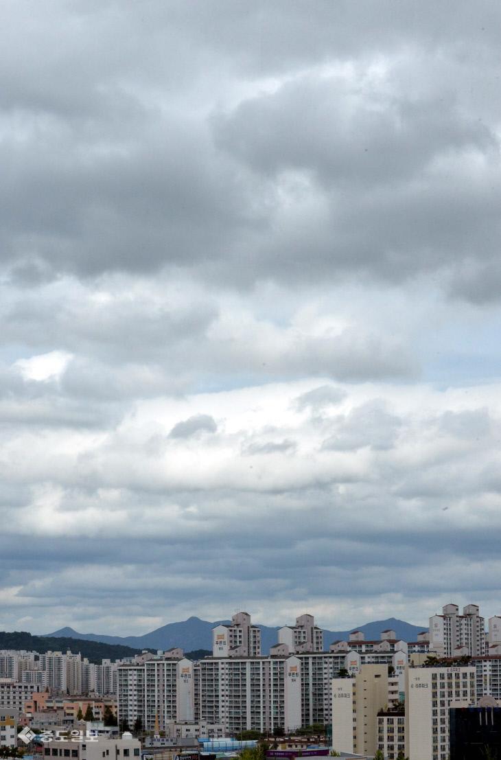 대전날씨, 태풍 솔릭이 몰고 온 먹구름, 금방이라도 비 쏟아질 듯