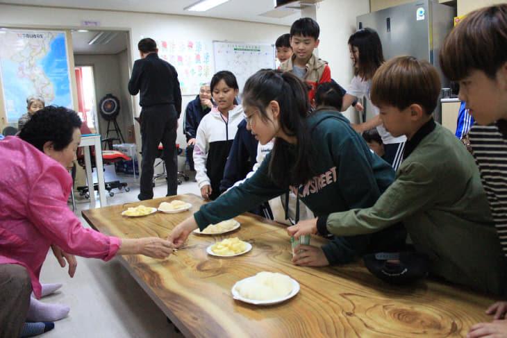 1교1효 경로당 방문 (3)