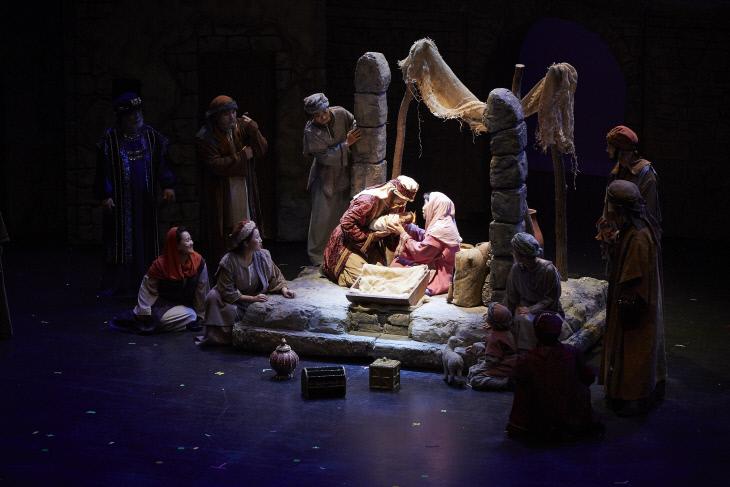 크리스마스 칸타타 오페라 공연중 한 장면
