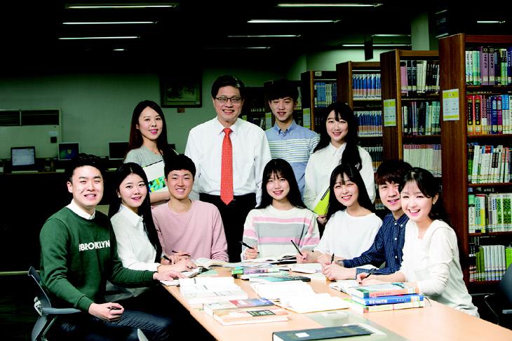 오덕성 총장 학생들과-1