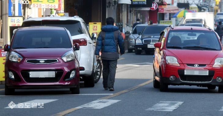 20190111-불법주차에 중앙선 침범1