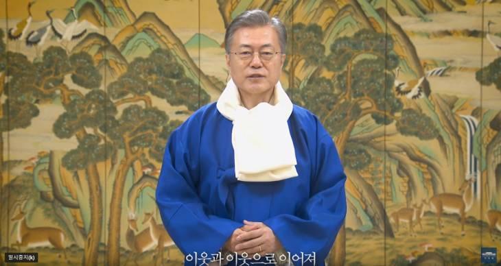 문재인 대통령, 따뜻하고 행복한 설 연휴 보내시길 기원합니다.