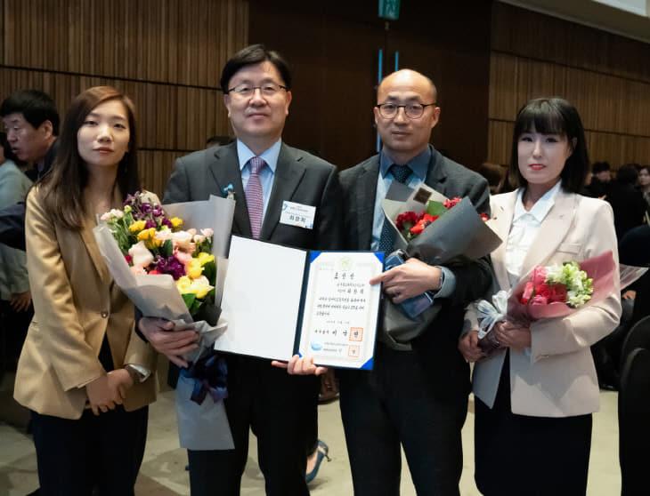 [사진자료] 한국동그라미파트너스 국무총리표창 기념촬영