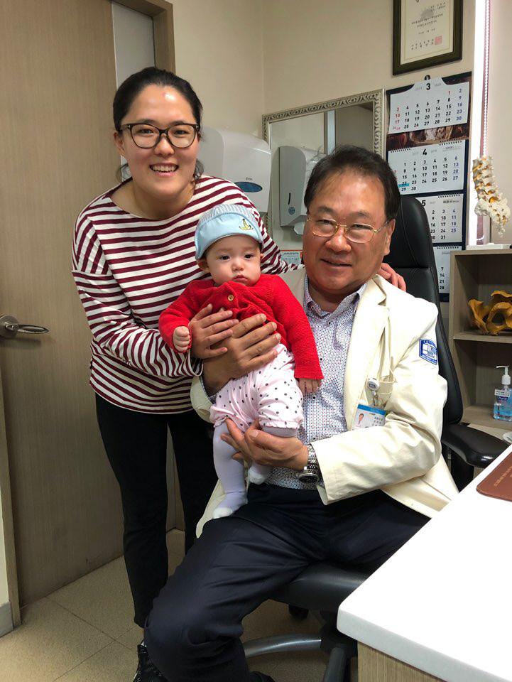 김원유 교수와 박선영씨, 딸 호리건 해나양