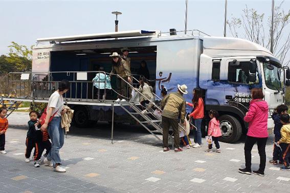 [사진] 이동탐방안내소 차량