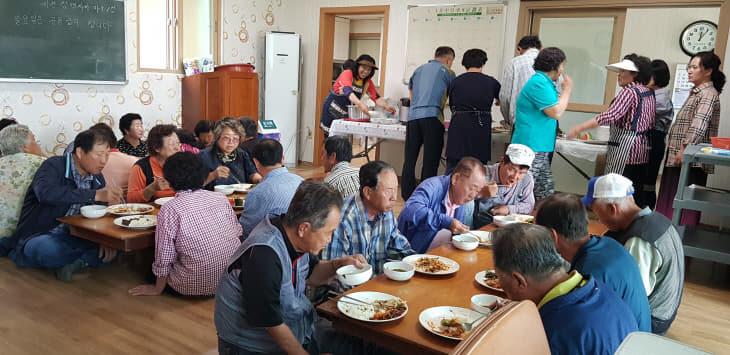 청양군 농촌마을 공동급식사업 '주민 만족'