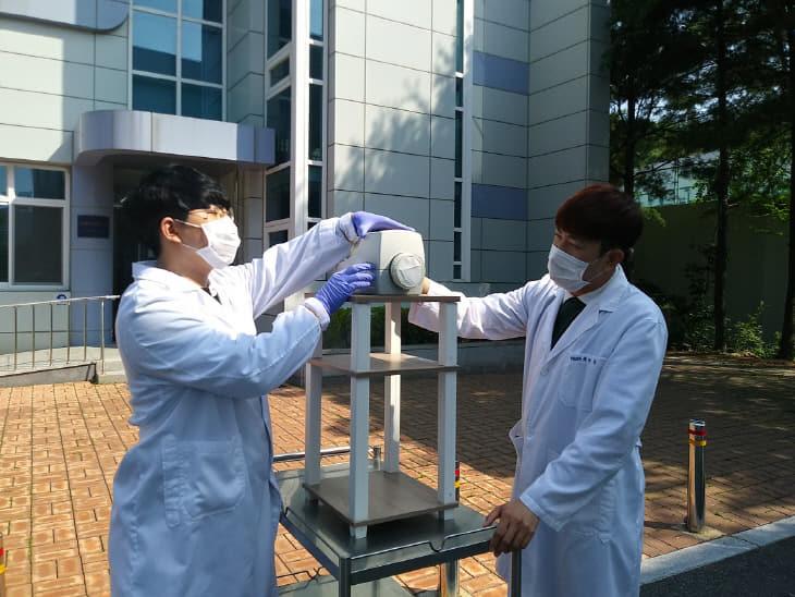미세먼지 속 호흡기질환 유발 유해병원균 조사_공기 포집 모습