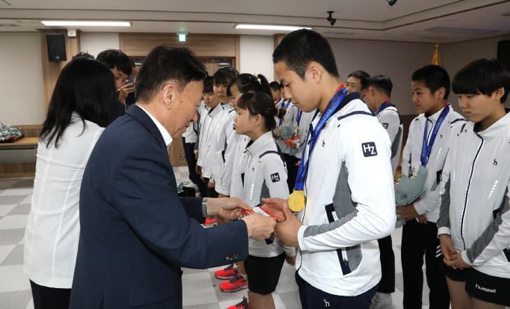 48회 전국소년체육대회 입상선수 우수학교 포상 수여식_2