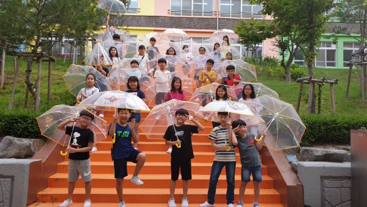 안전투명우산 전달 사진