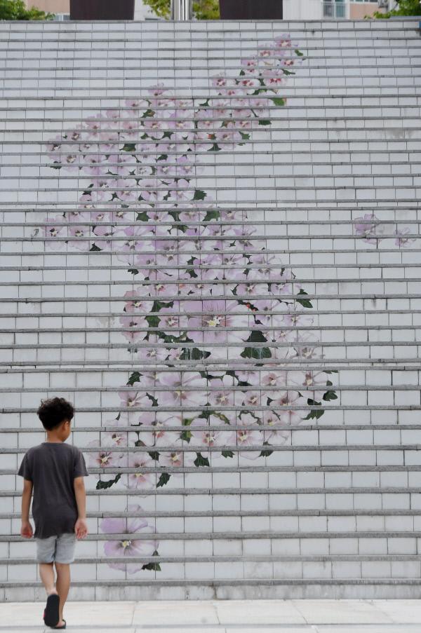 20190816-계단에 새겨진 무궁화