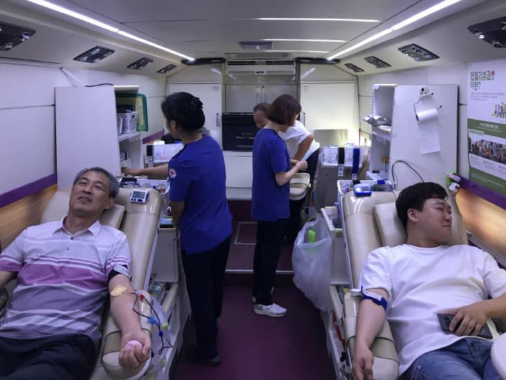 사랑의 헌혈 모습