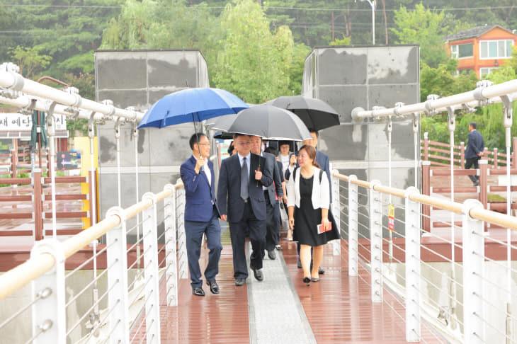 중국지린성 농업대표단 출렁다리 방문01