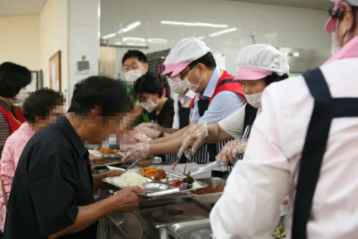 무료급식 봉사활동 사진