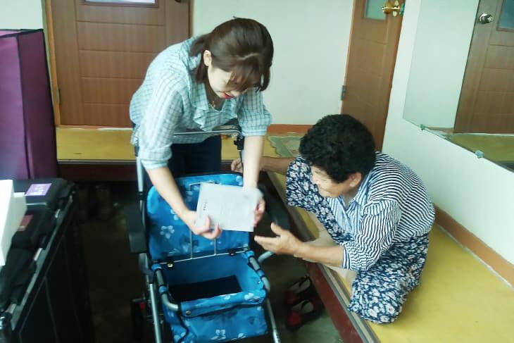 (서산)0916 거동불편 어르신 성인용 보행기 지원