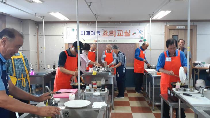 사본 -치매가족 요리교실 실습 사진 (1)