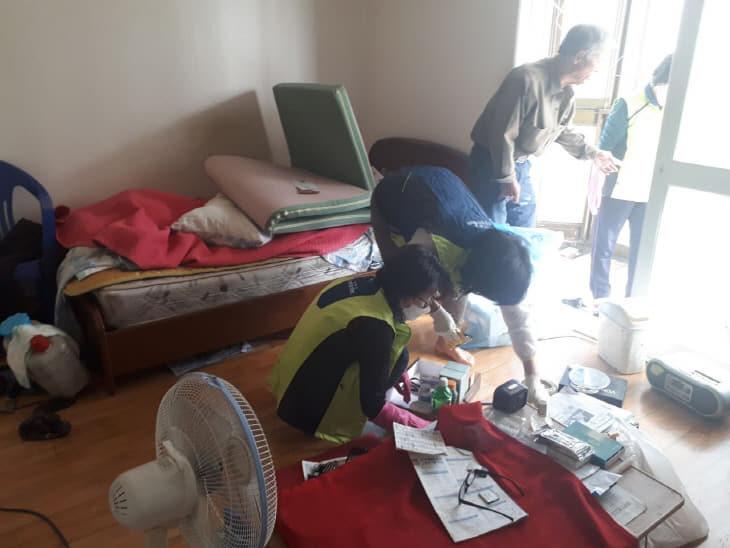 신관동 독거노인 주거환경 개선 봉사활동 사진