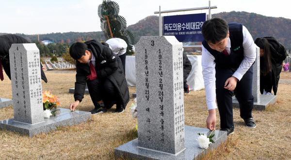 20191121-독도대첩 65주년 참배1
