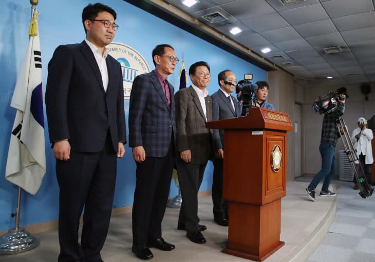 자유한국당 당직자 일괄 사퇴<YONHAP NO-3056>
