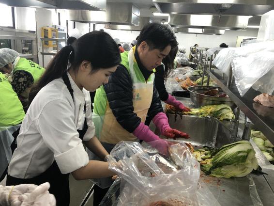 보훈가족과 다문화가족이 함께하는 사랑의 김장 나눔 봉사
