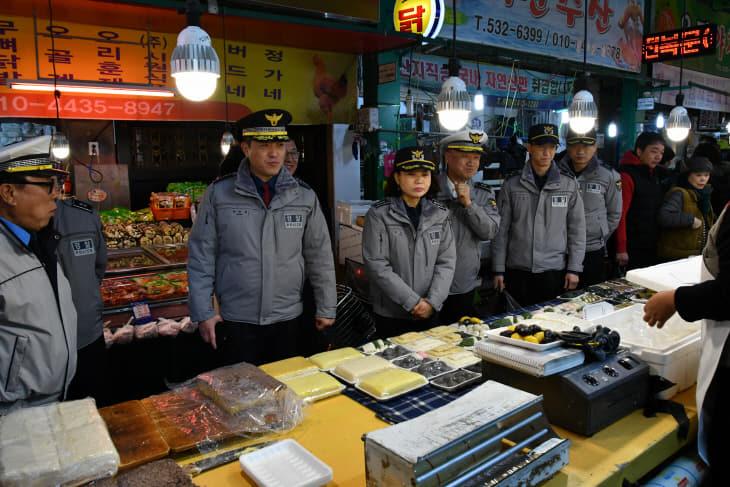 (200122) 곽창용 서부서장, 설 명절 앞두고 전통시장 방문 (3)