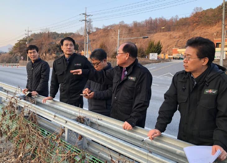 보도2)류한우 군수 사업장 점검 사진2