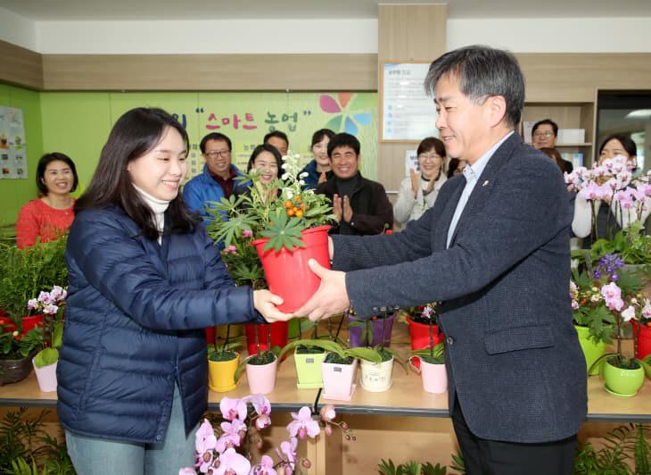 군 농업기술센터 꽃 소비 촉진 운동 (2)