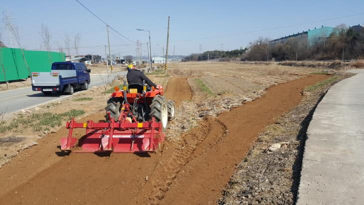 보도자료02_영세고령농 농작업 대행 장면