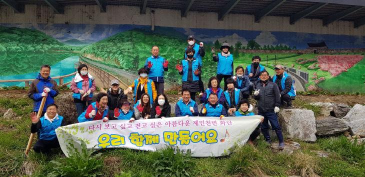 금학동주민자치위 꽃 심기 사진