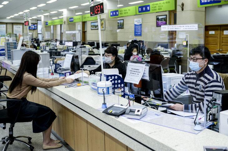 02-1 코로나19 예방을 위한 가림막 설치