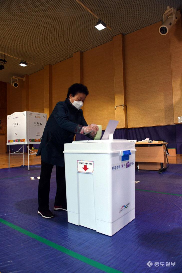 이번 투표용지는 조금 길게 나왔네..