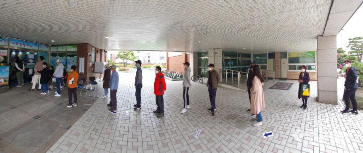 코로나가 만든 사회적 거리 두기 투표행렬