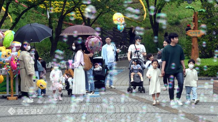어린이날 붐비는 대전오월드