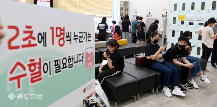 혈액 부족 사태에 헌혈의집 찾은 시민들