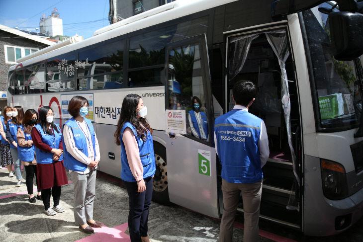 첨부사진_CMB임직원 헌혈모습1