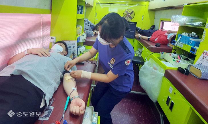 헌혈하는 대전 대덕구청 직원들