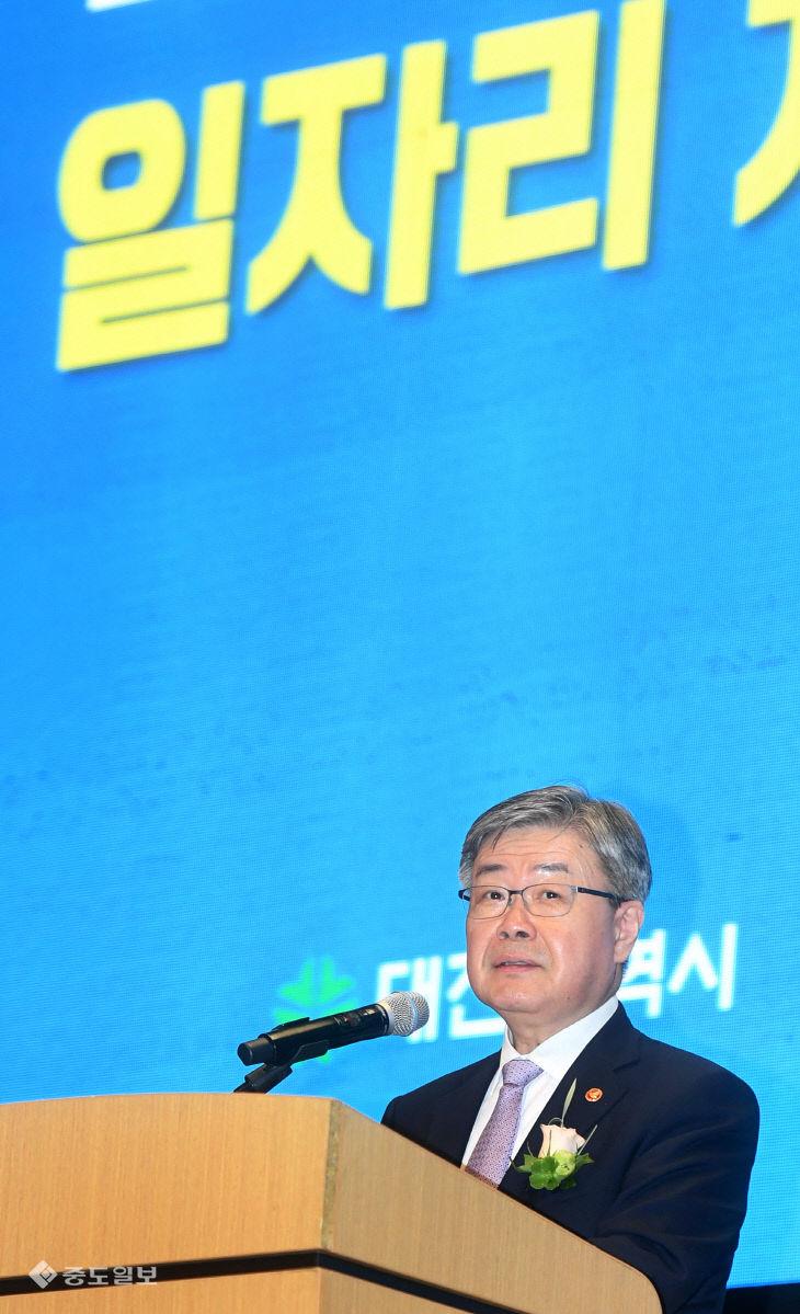축사하는 이재갑 고용노동부 장관