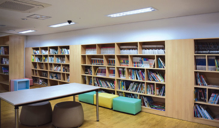 노은리슈빌-도서관