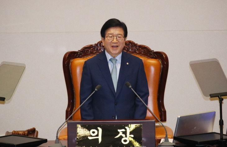당선 인사하는 박병석 의원<YONHAP NO-2944>