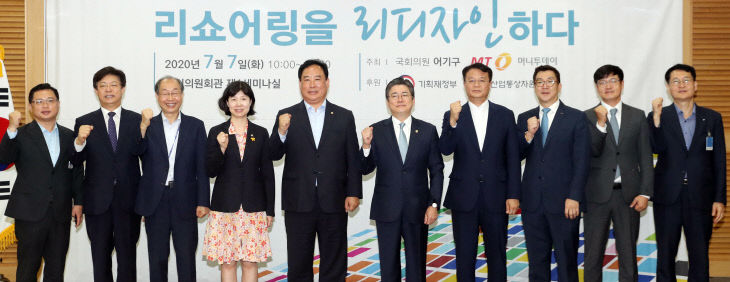 유환익 전국경제인연합회 기업정책실장, 맹수석