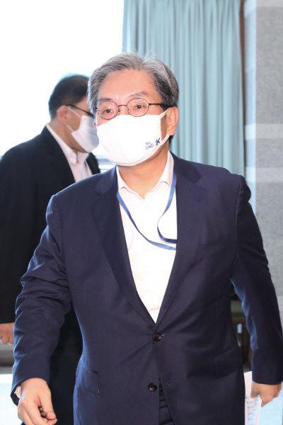 수석·보좌관회의 참석하는 노영민 비서실장<YONHAP NO-2857>